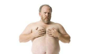 胸の脂肪が気になる男性