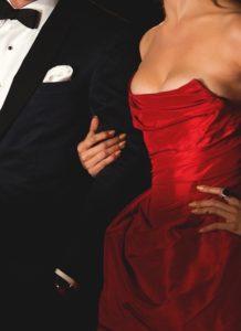 正装のカップル