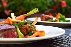 肉類や脂っこい食事、香りが強い食事は要注意です。