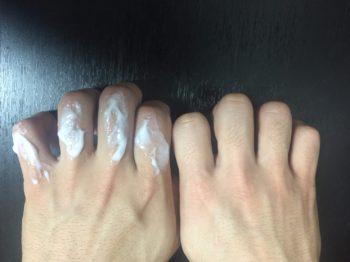 除毛クリームを指に使用