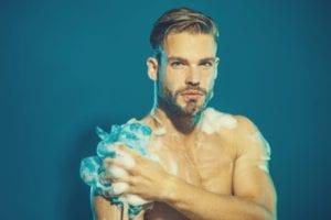 ボディソープ 体を洗う 男
