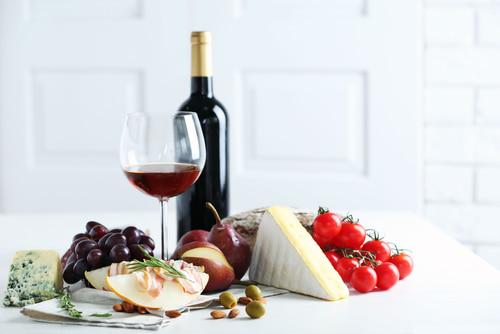 赤ワインとフルーツとチーズ