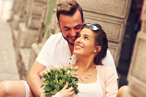 幸せハッピーなカップル夫婦