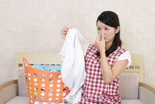 妻が加齢臭で悩んでいる様子を説明する画像