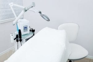 皮膚科の治療室